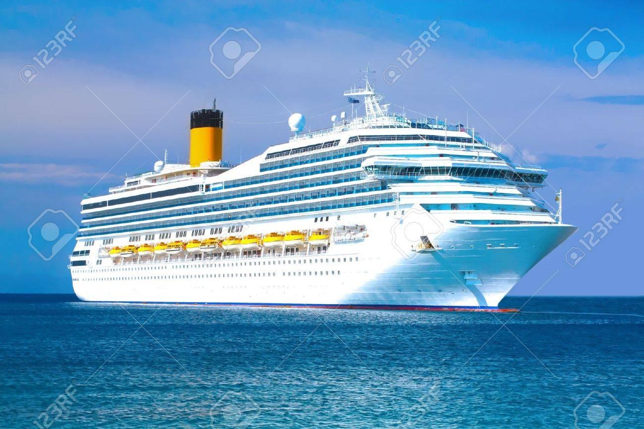 Cruise ship - 11280343