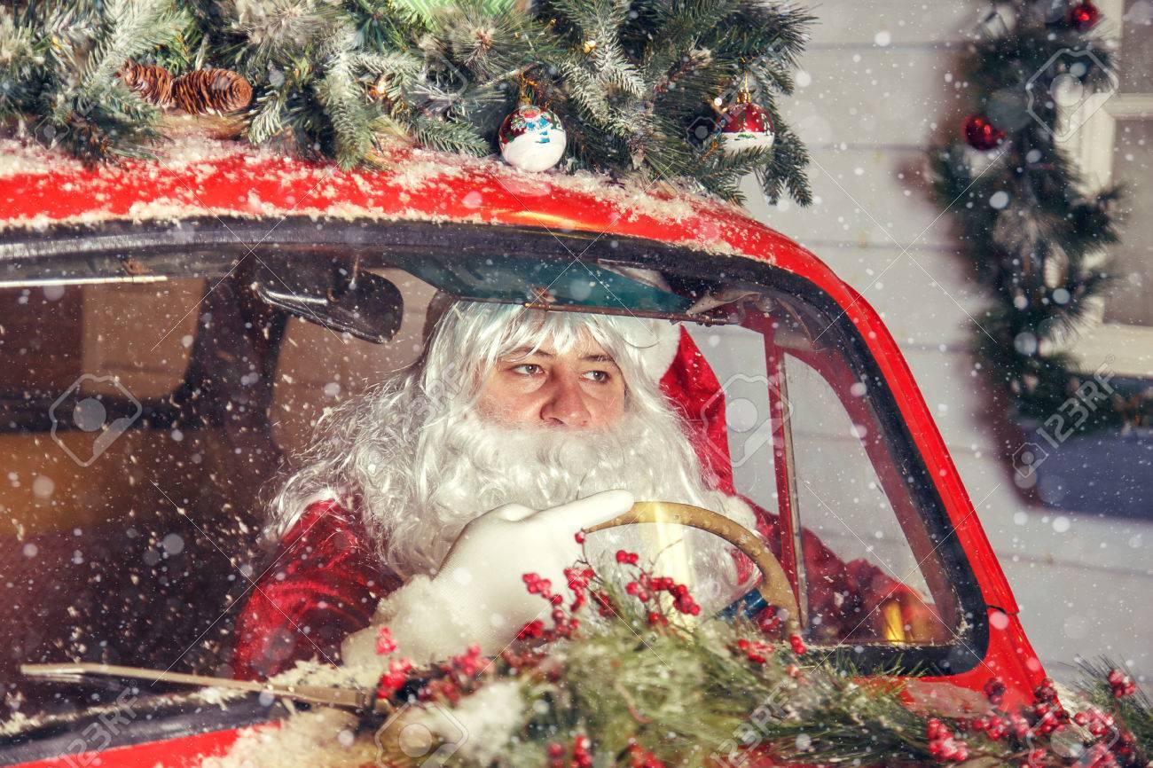 Portrait Von Santa Claus Weihnachtsmann Fahrt Auto Selektiver
