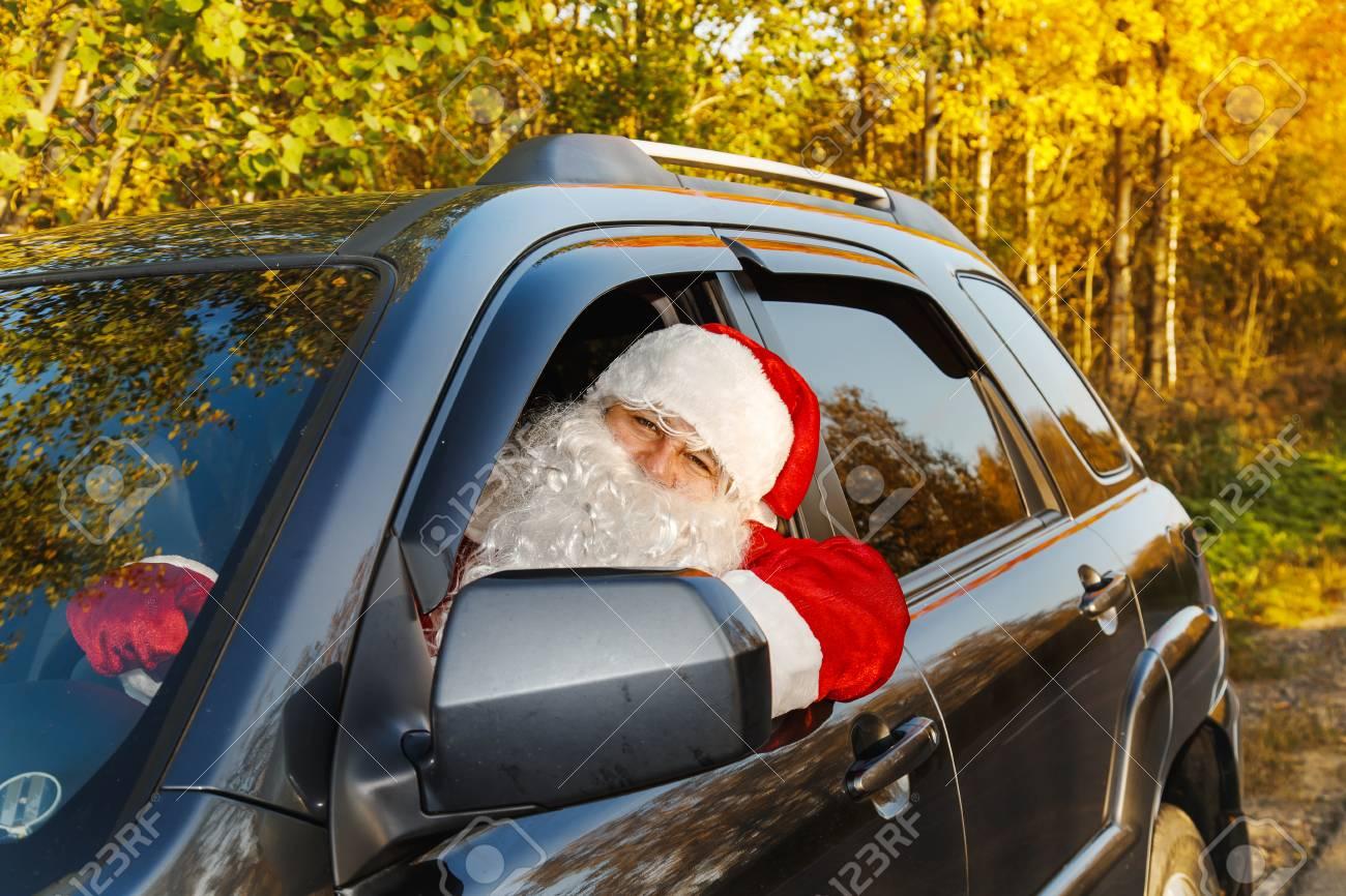 Authentischer Weihnachtsmann Santa Claus Fahrt Ein Auto Durch Den