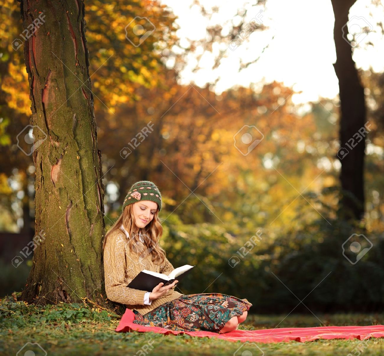 Young woman reading a book in the city park Skopje, Macedonia Stock Photo - 11744284