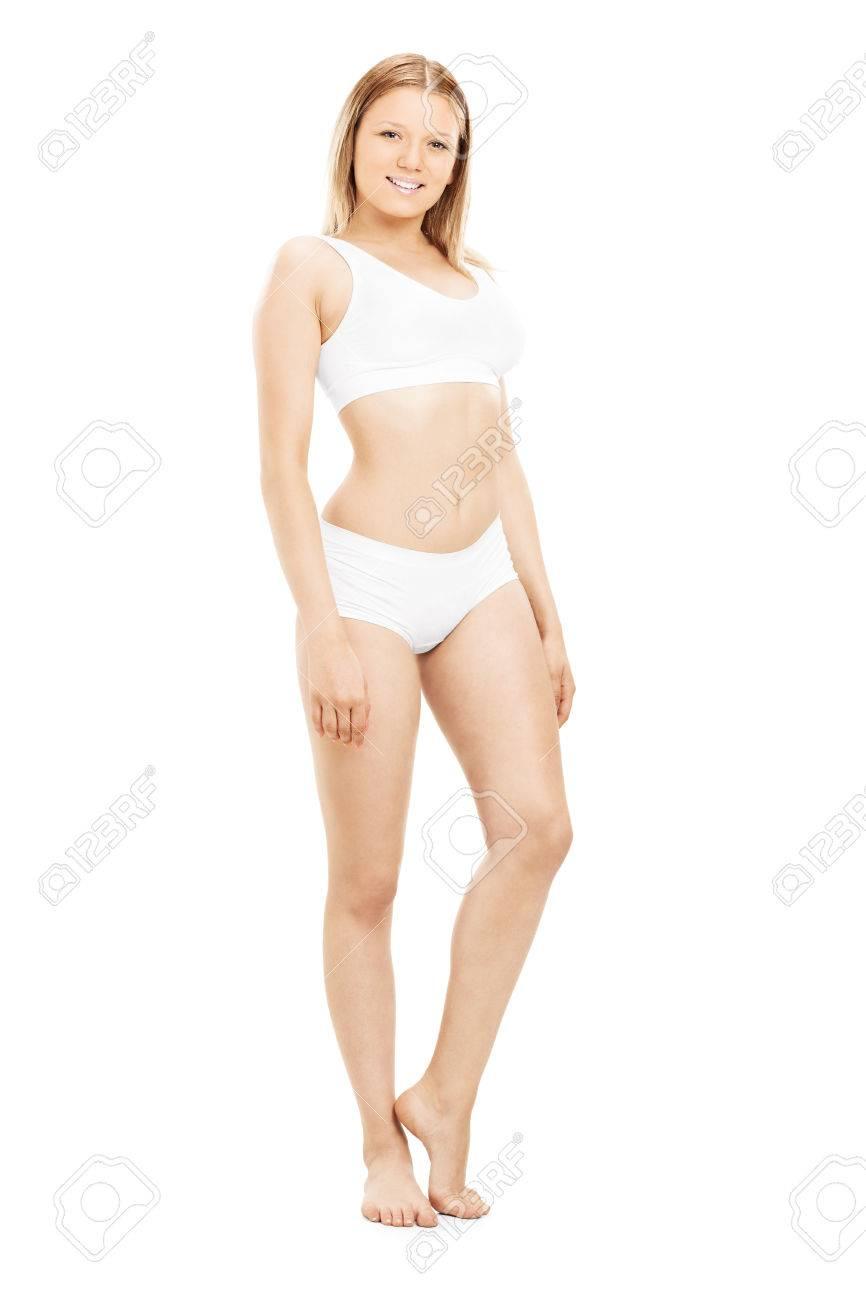 301c7b67a Foto de archivo - Retrato de cuerpo entero de una mujer bonita en ropa  interior de algodón blanco aislado en fondo blanco