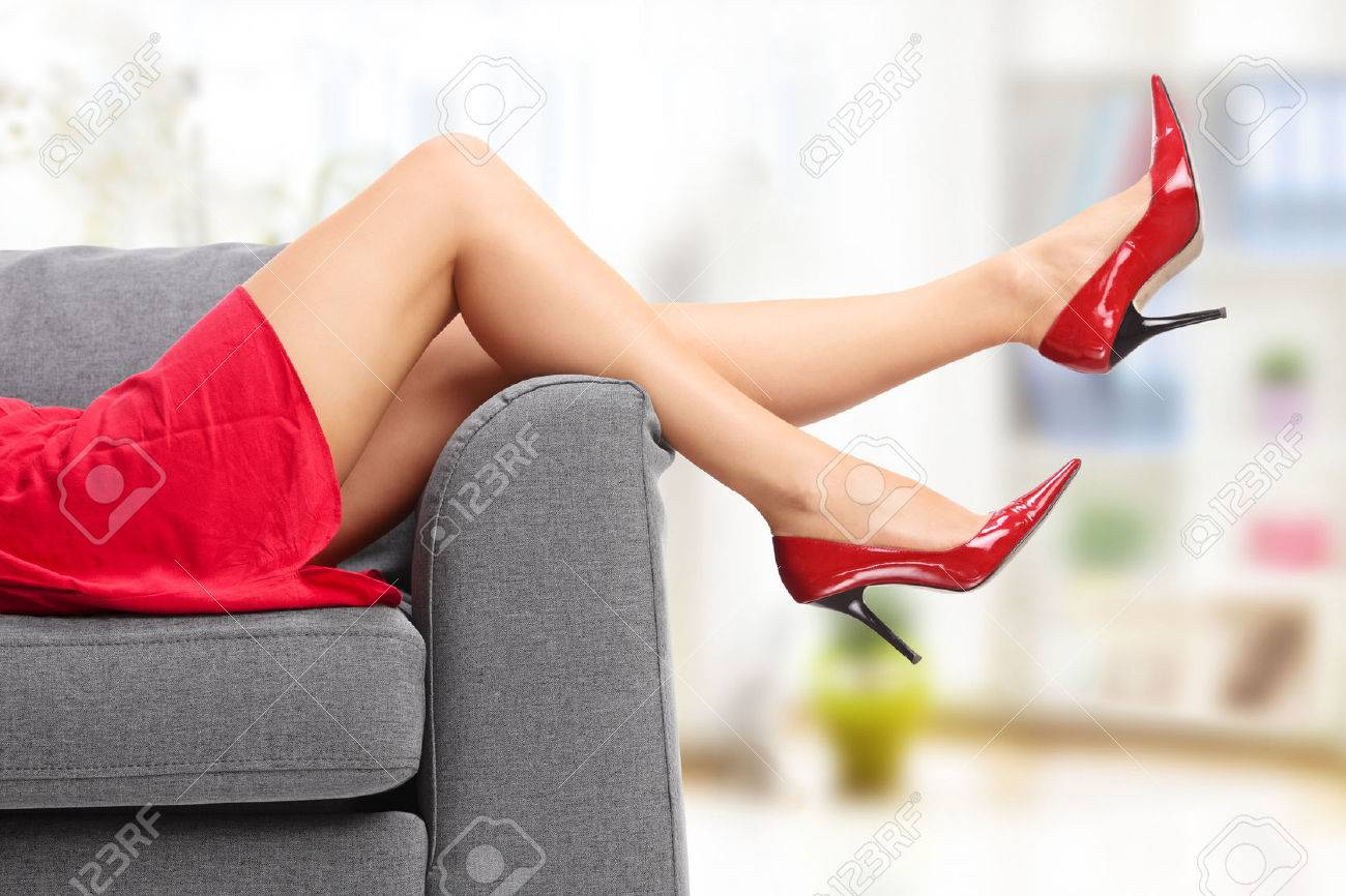 Legs Up A On Gray High Female In Heels Couch Close Red Lying Okn0wP