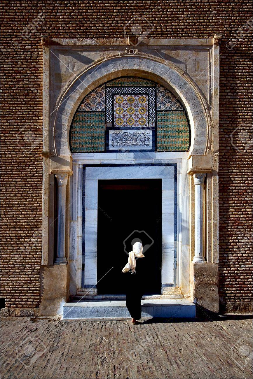 door and woman Great Mosque of Kairouan Tunisia the fourth most sacred place of islam Stock : islam door - pezcame.com