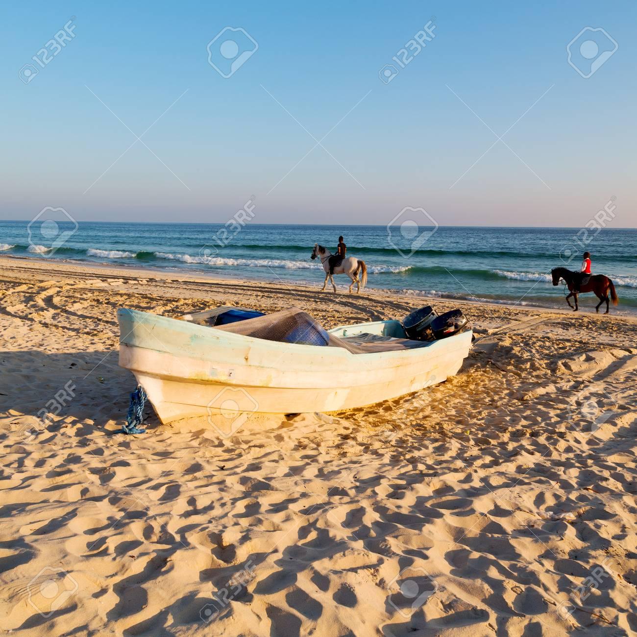 砂浜空とオマーンのアラビア海で...