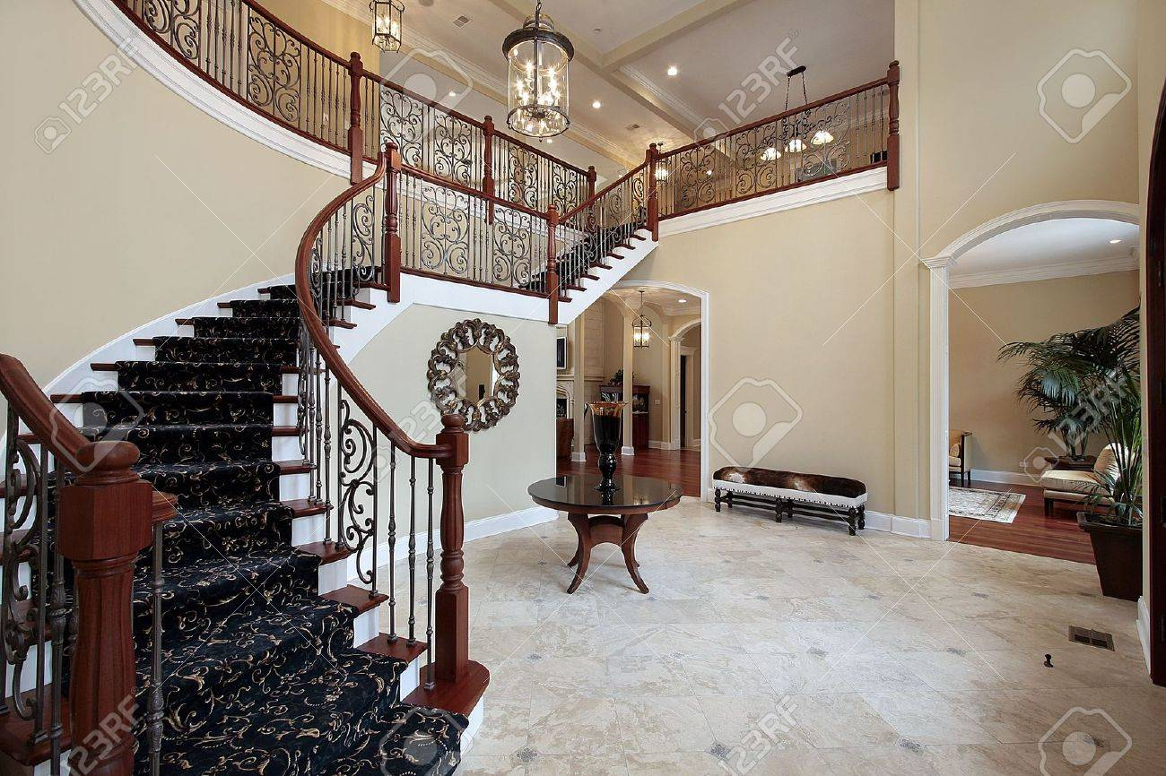 Foyer in Luxury Home Stock Photo - 6726940