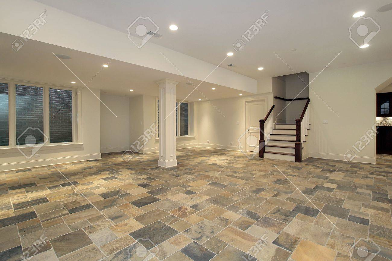 Kitchen With Slate Floor Lower Level With Kitchen And Checkboard Slate Floor Stock Photo