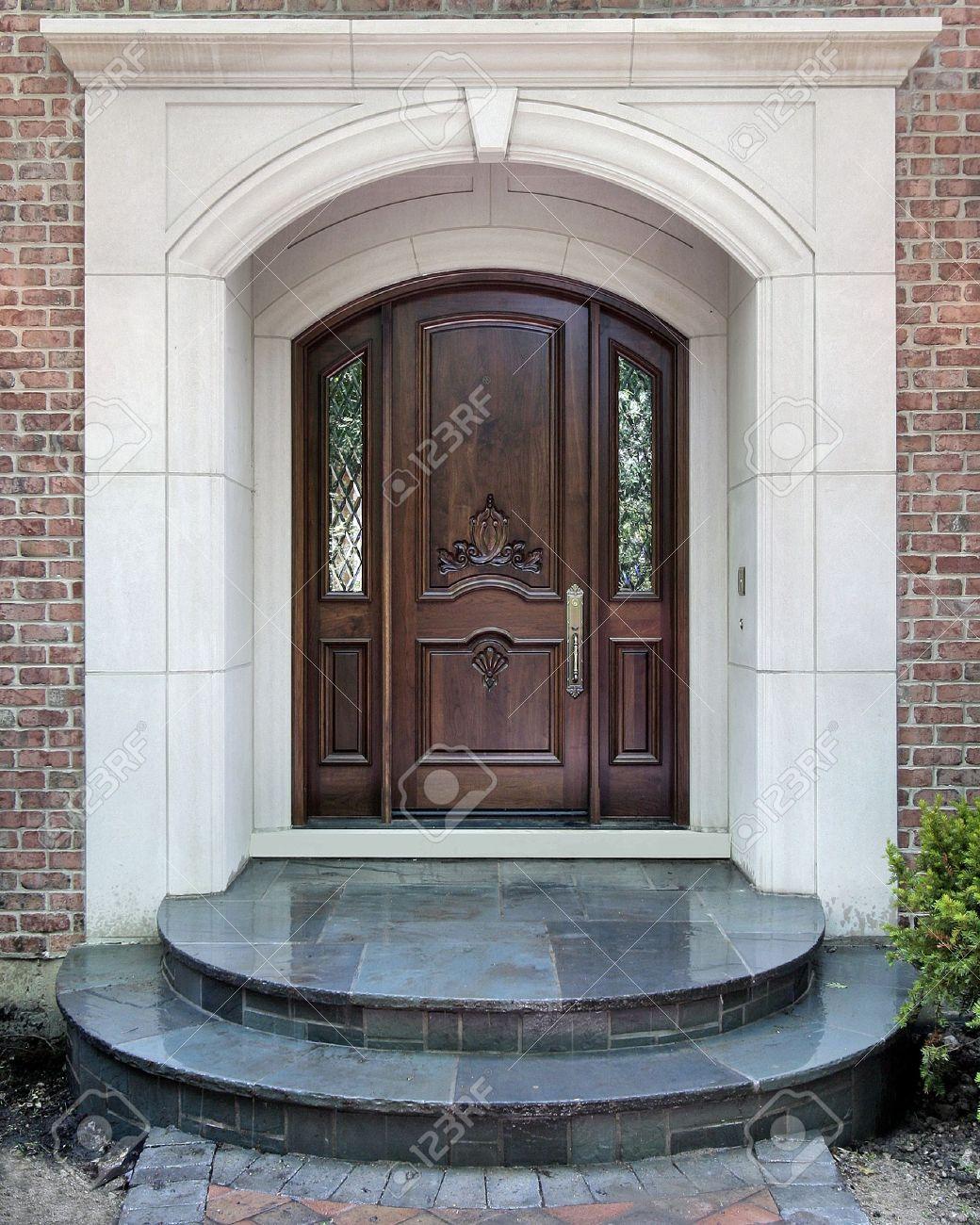 Entrée De Maison Avec Marche porte d'entrée de la maison de luxe avec marches en marbre