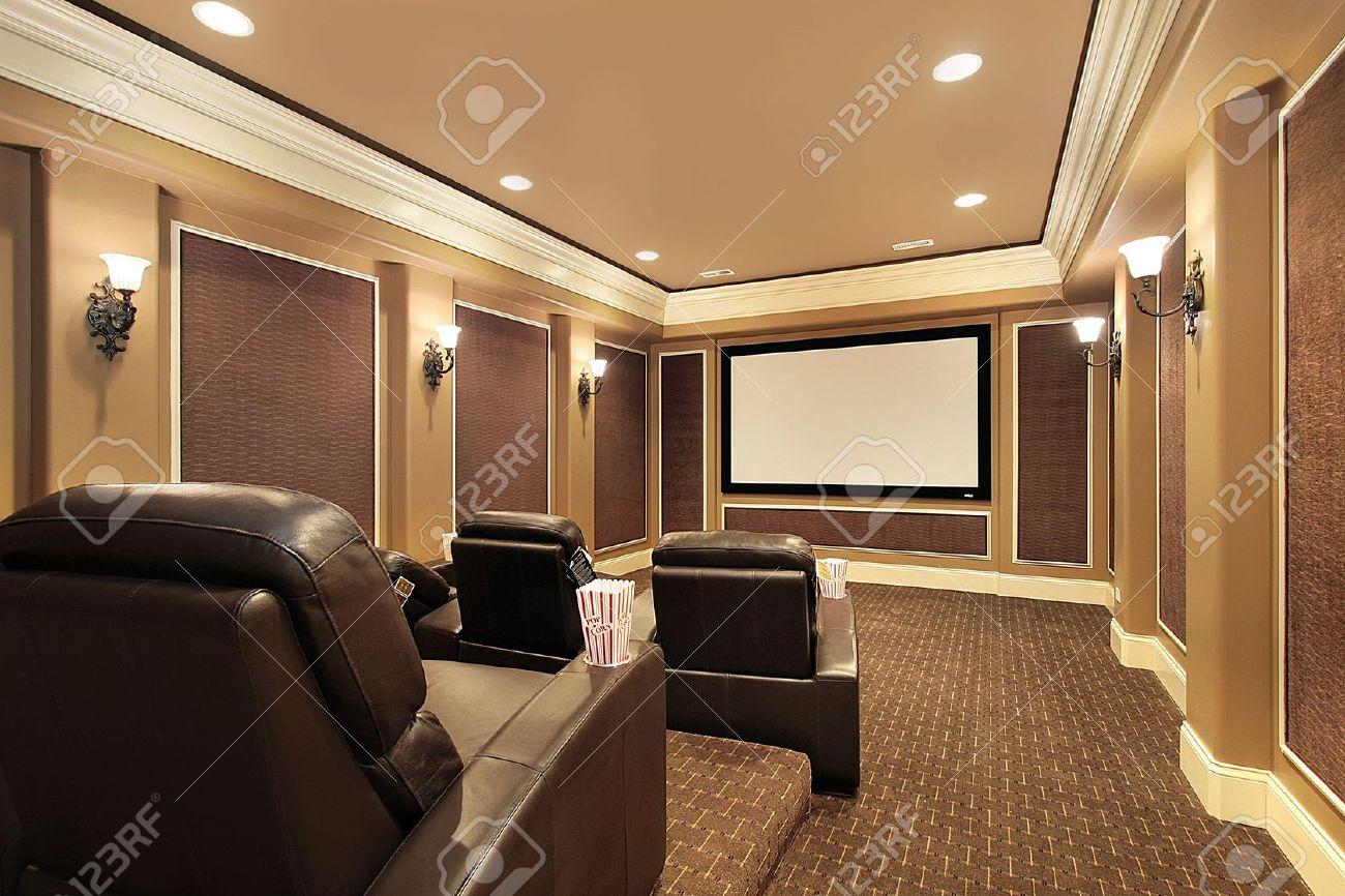 Cine En Casa En Casa De Lujo Con Gran Pantalla De Televisión Fotos ...