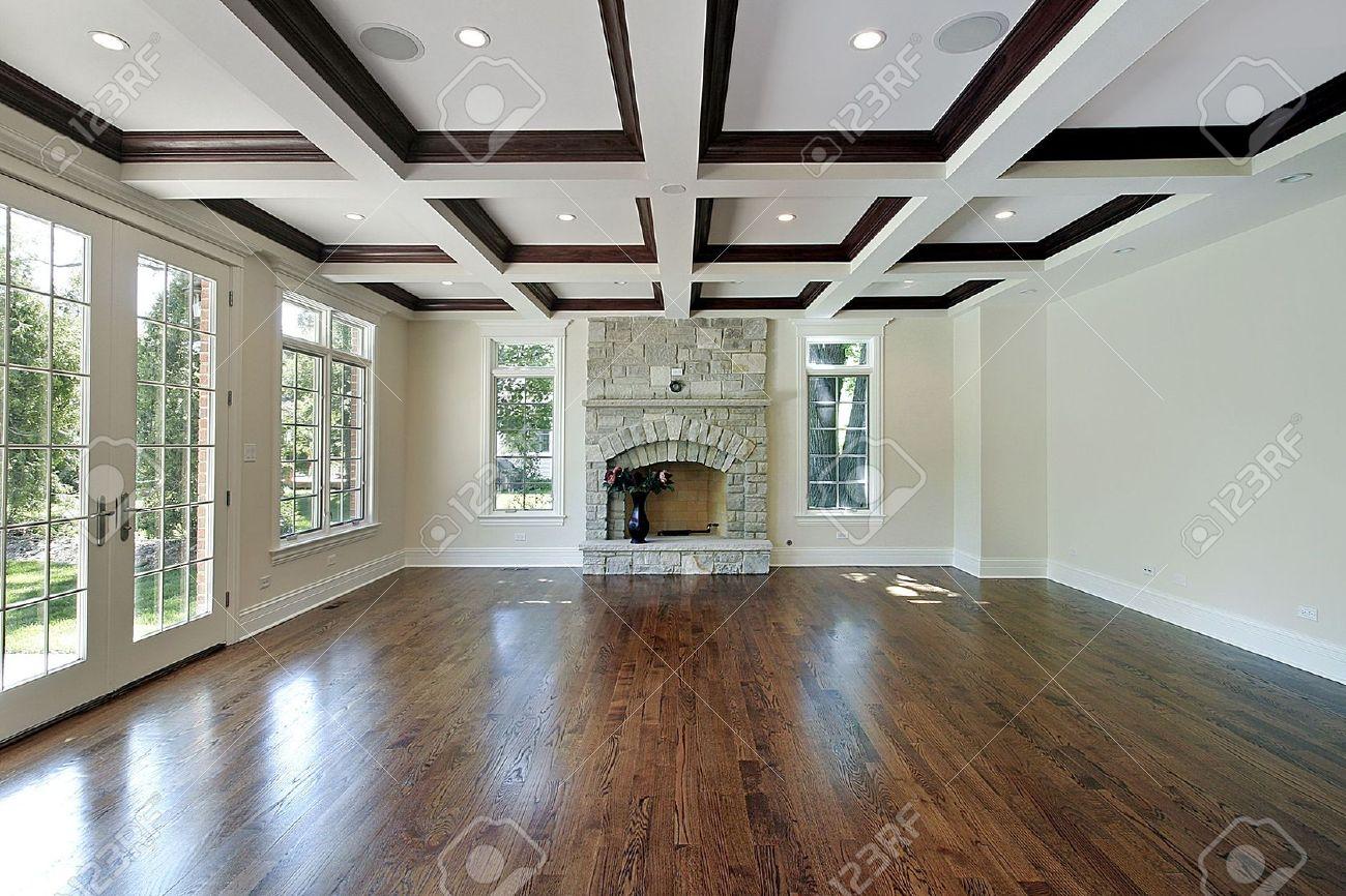 新建設の木製の天井の正方形の家のリビング ルーム ロイヤリティーフリー