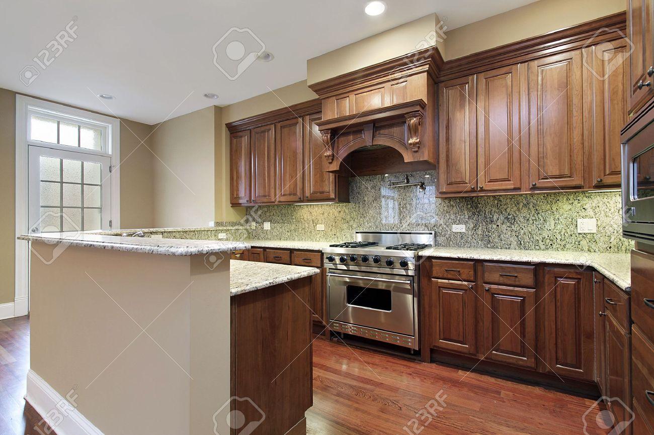 Küche Neubau | Kuche Im Neubau Haus Mit Granit Backsplash Lizenzfreie Fotos Bilder