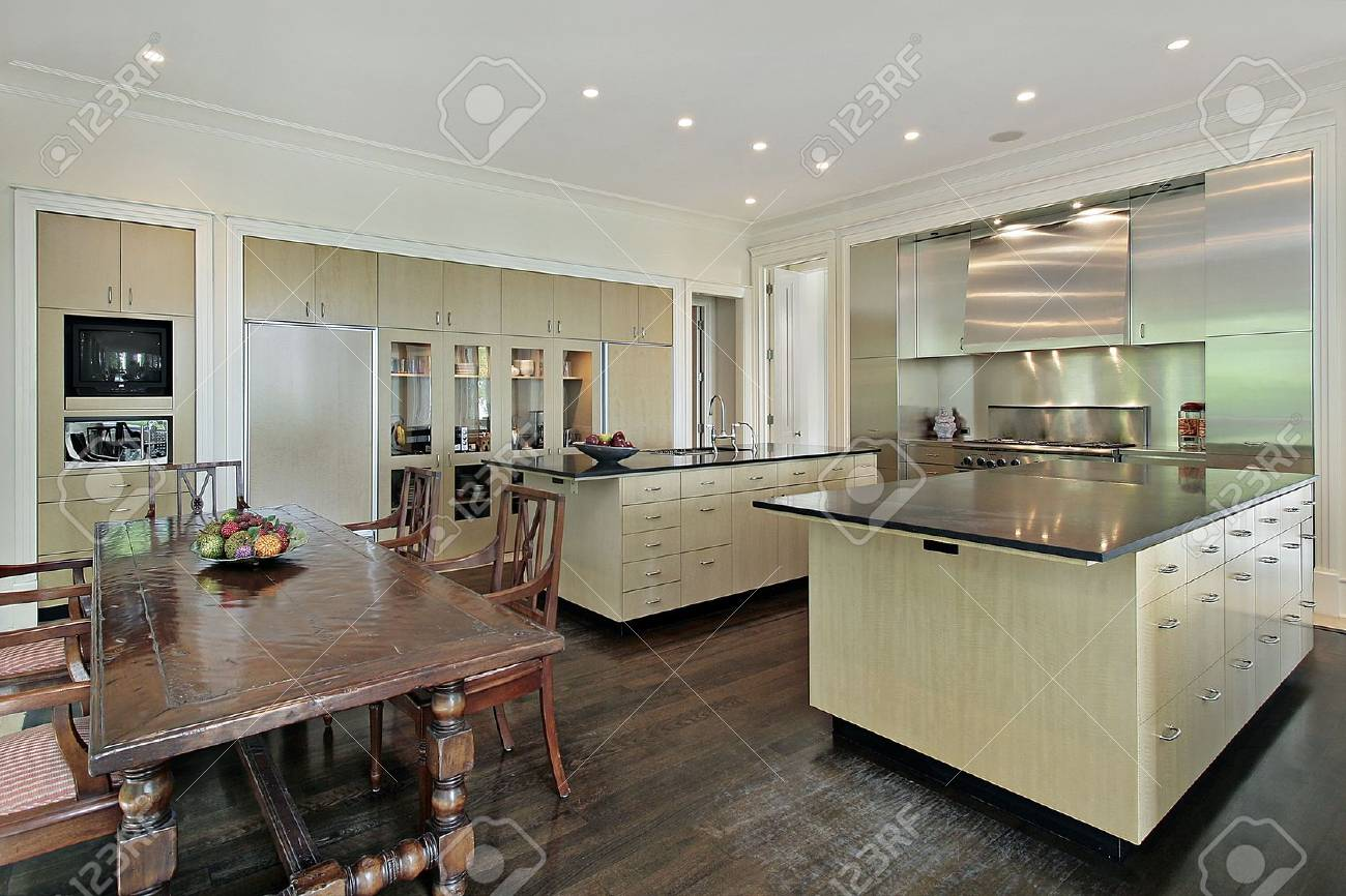 Kitchen in luxury home with eating area Stock Photo - 6740451
