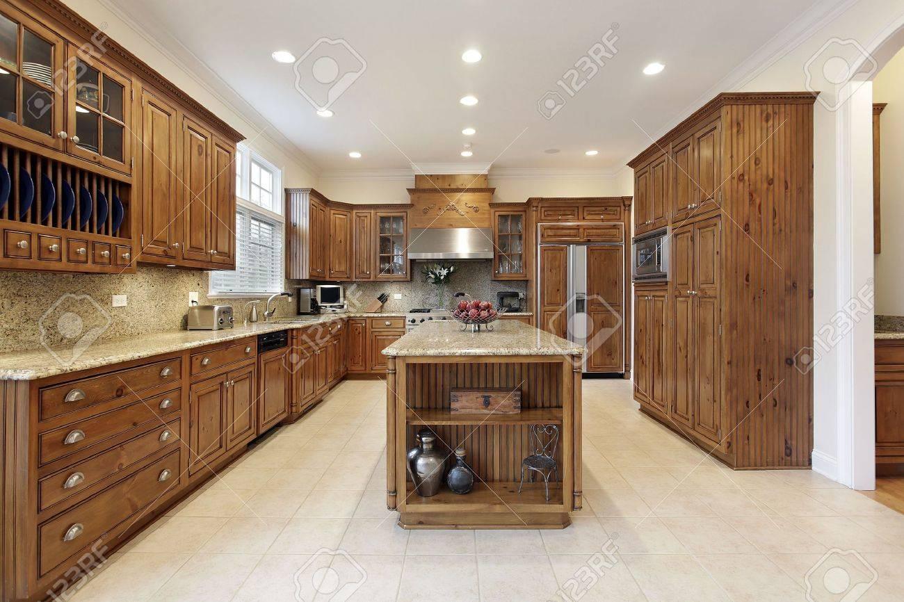 Küche Im Luxus Home Mit Granit-Insel Lizenzfreie Fotos, Bilder Und ...