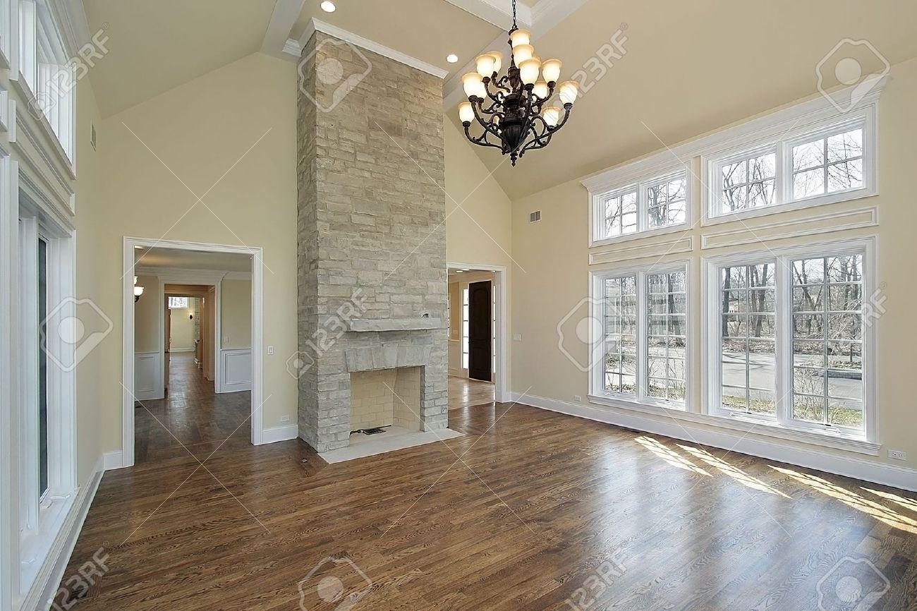 Wohnzimmer In Neubau Home Mit Kamin Lizenzfreie Bilder