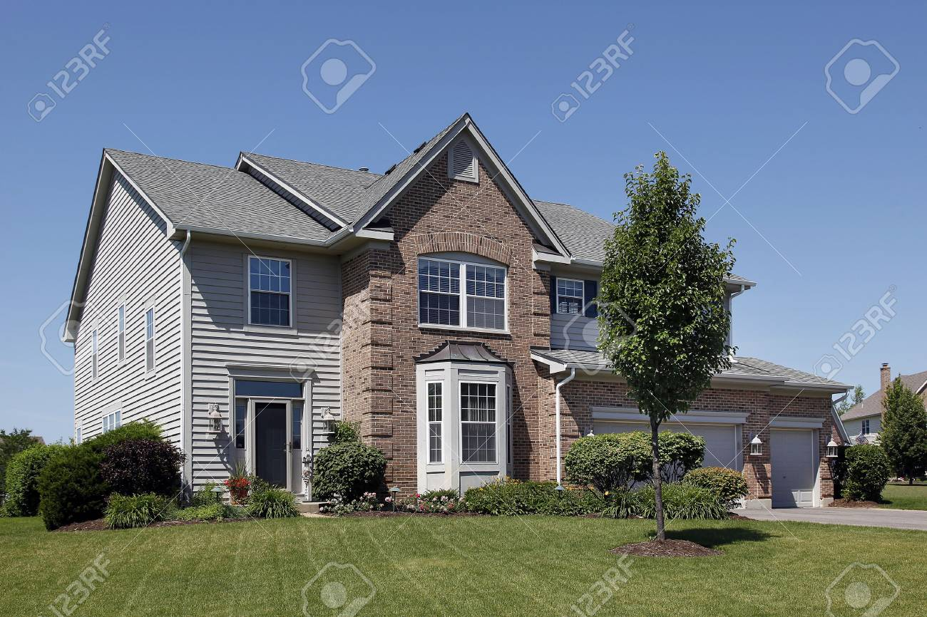 Suburban home with brown brick and gray sidiing Stock Photo - 6846800