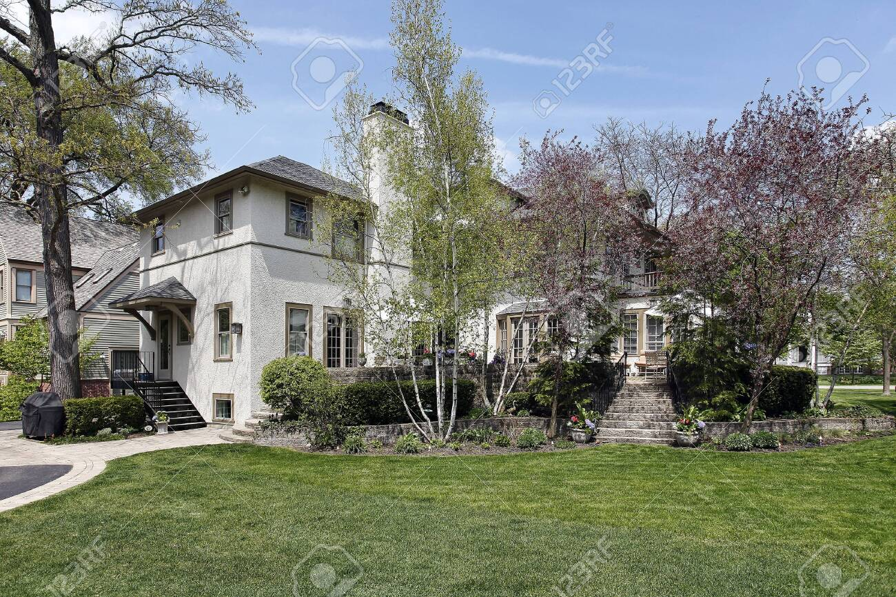 Rear view of luxury home in springtime Stock Photo - 7809854
