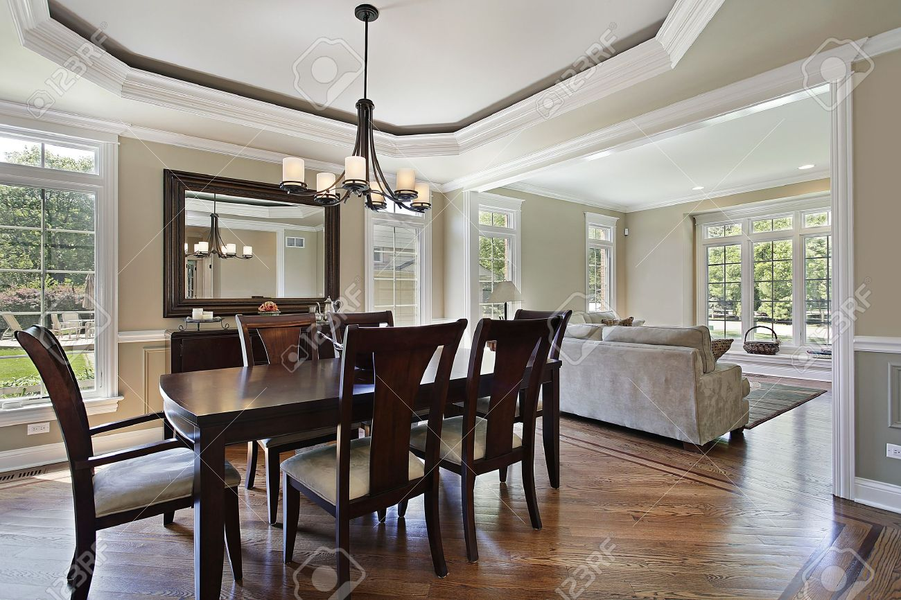 Luxe Eetkamer Set.Dining Room In Luxury Home With View Into Living Area Stock Photo