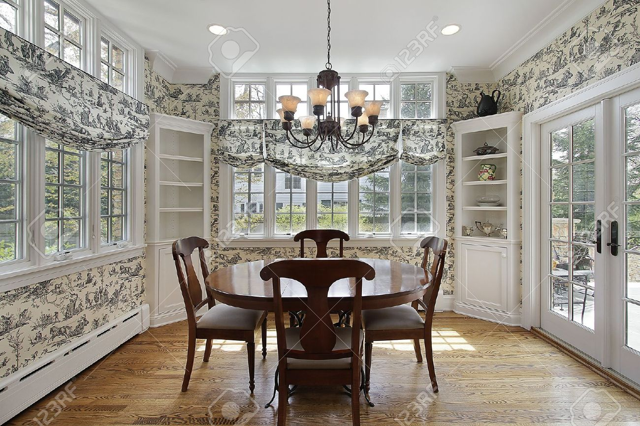 Breakfast room in luxury home with walls of windows Stock Photo - 10293088