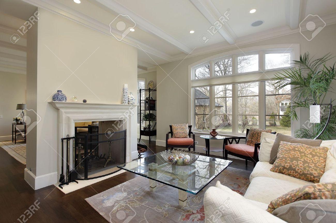 Luxus innenausstattung haus  Wohnzimmer In Luxus-Haus Mit Kamin Lizenzfreie Fotos, Bilder Und ...