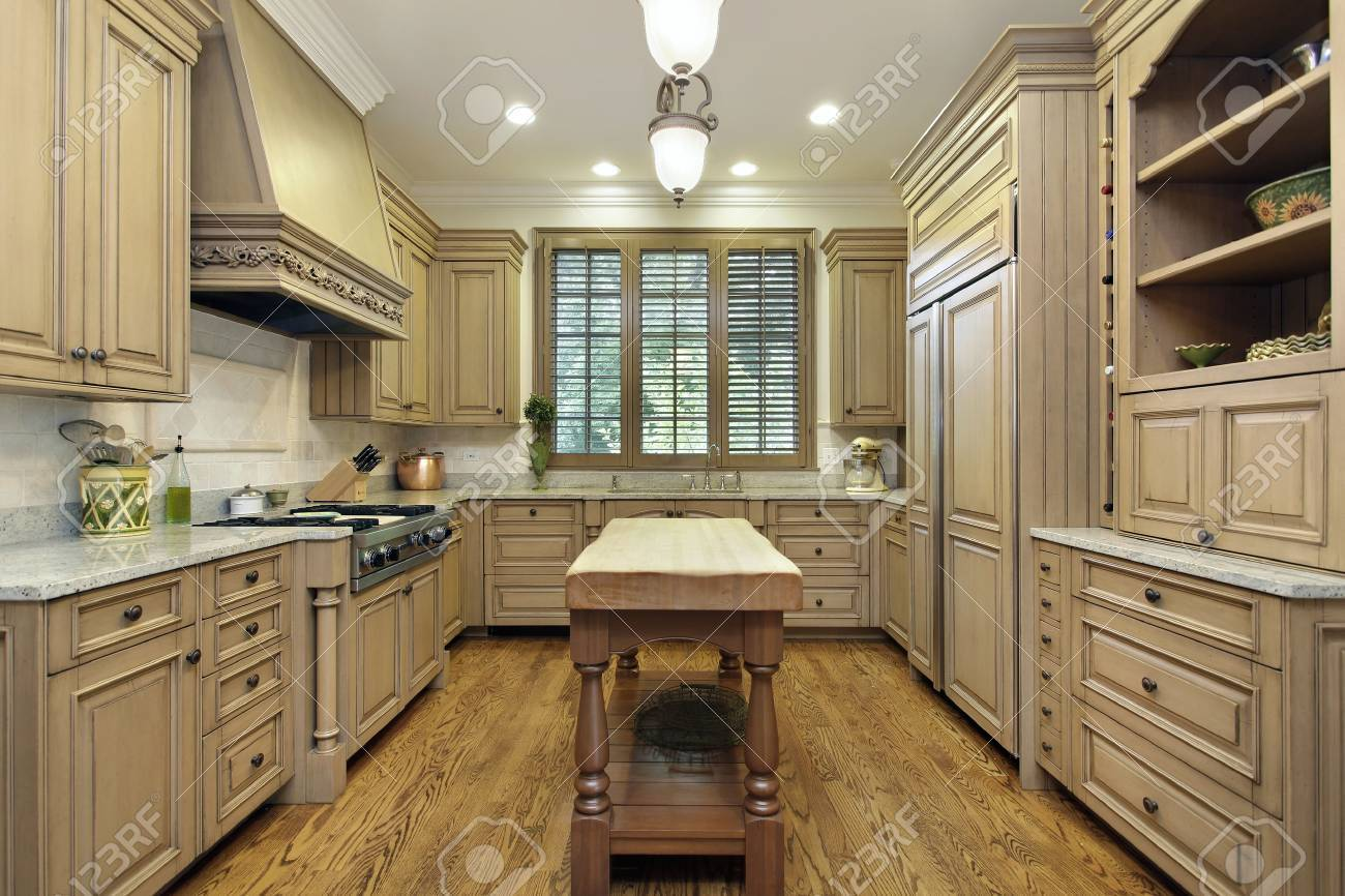 Küche In Luxus-Haus Mit Metzger Block Insel. Lizenzfreie Fotos ...