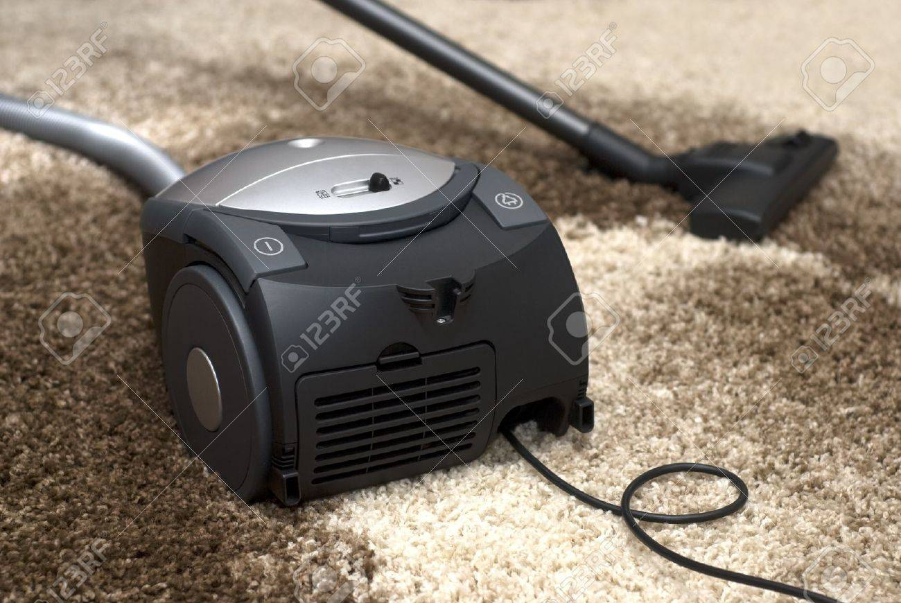 Vacuum cleaner - carpet cleaning Stock Photo - 11659343