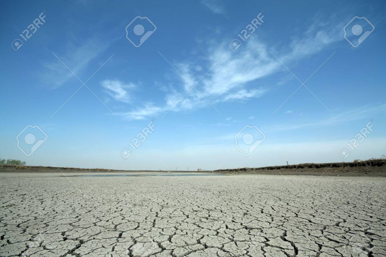 cracks in the land in rural areas, northern China Stock Photo - 12187548
