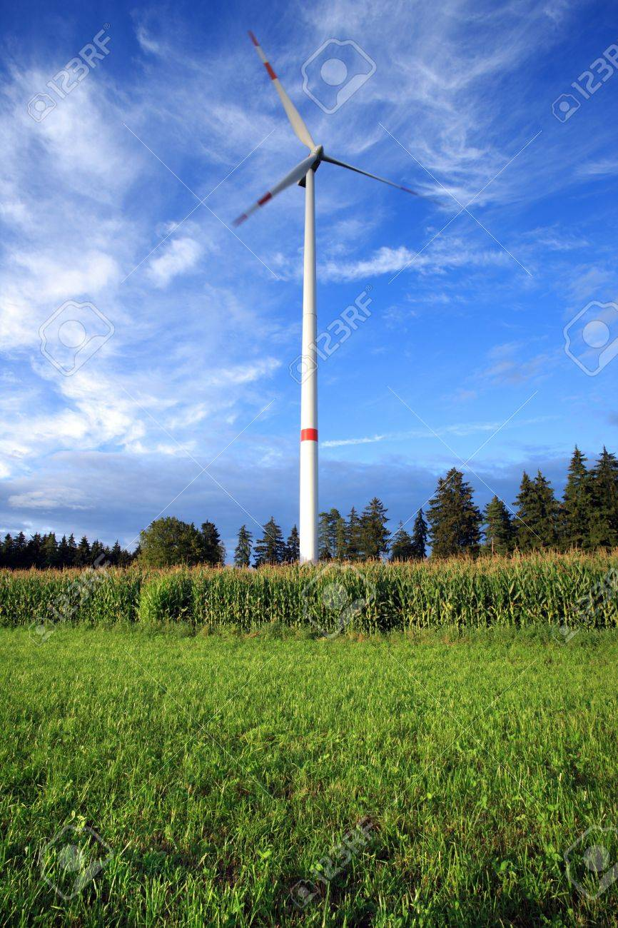 Rural wind turbine to provide alternative electrical energy with minimal environmental impact Stock Photo - 14273346