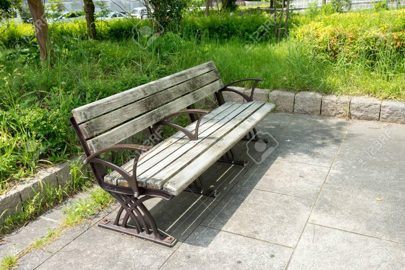Banc En Bois Extérieur Dans Un Parc Du Japon Banque Dimages Et