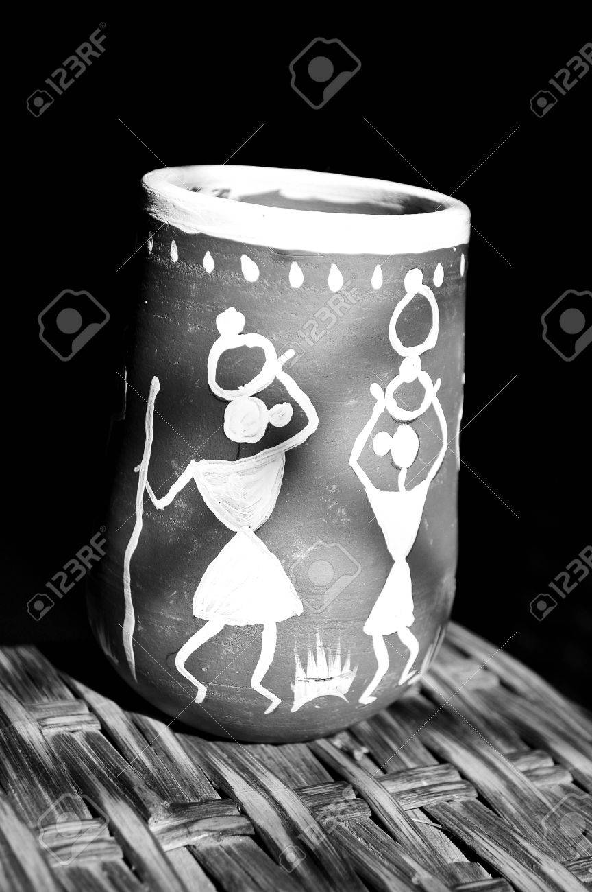 Warli painting on clay potpoonamaharashtraindia stock photo warli painting on clay potpoonamaharashtraindia stock photo 16180088 altavistaventures Image collections