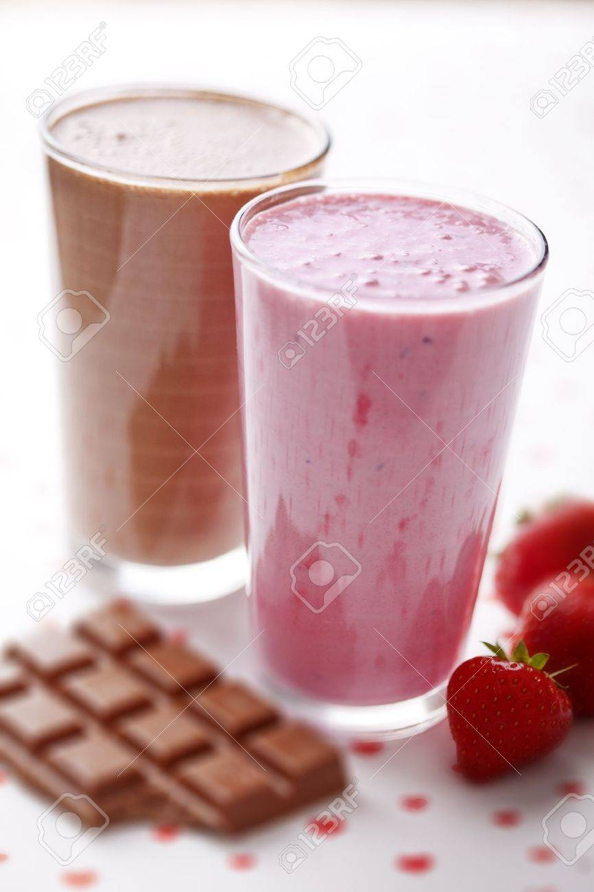 clean setup off strawberry and chocolate milkshake Stock Photo - 10714720