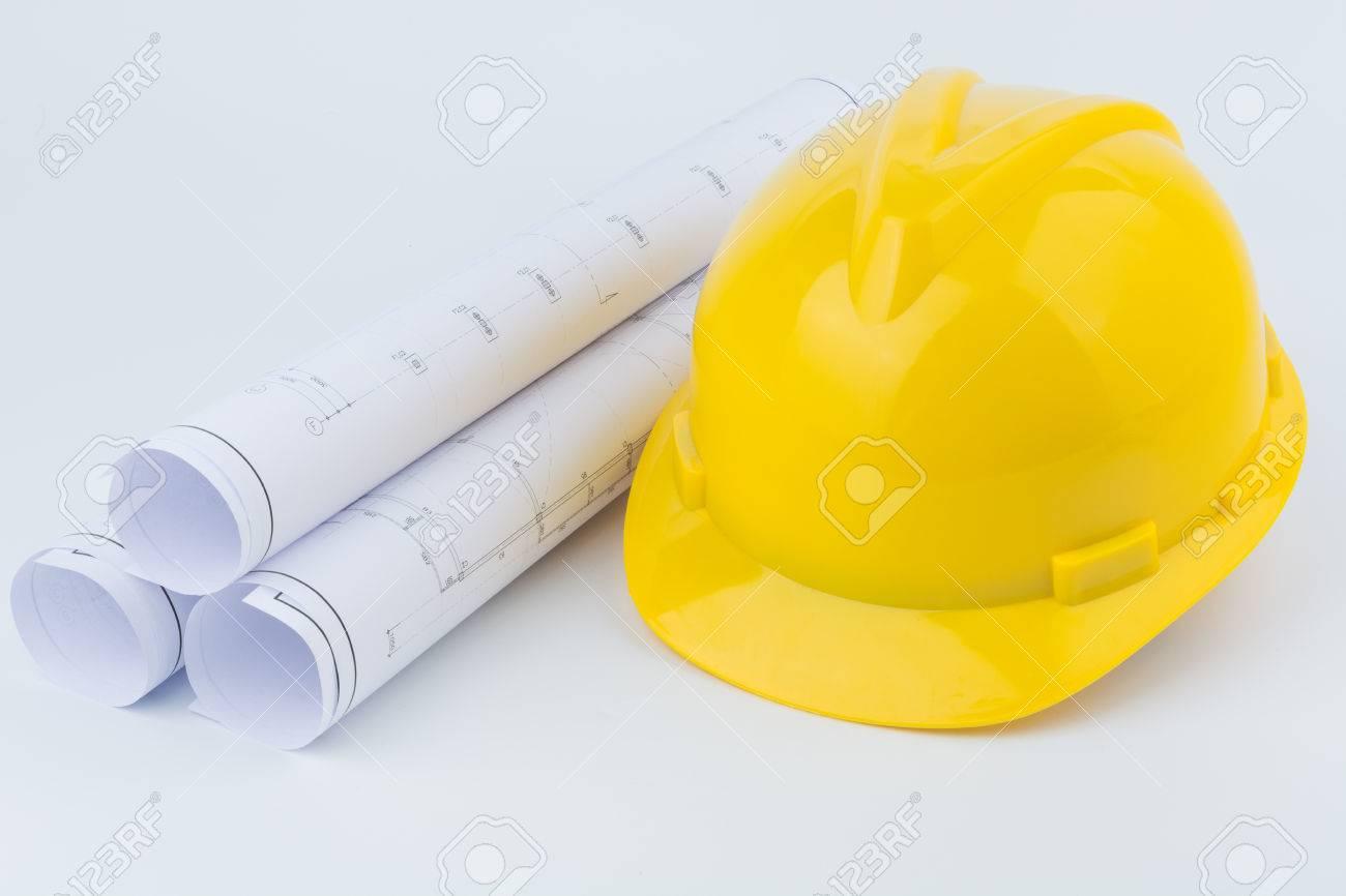 b0b8eb72a Amarillo casco de seguridad y Rollos de dibujos de ingeniería.