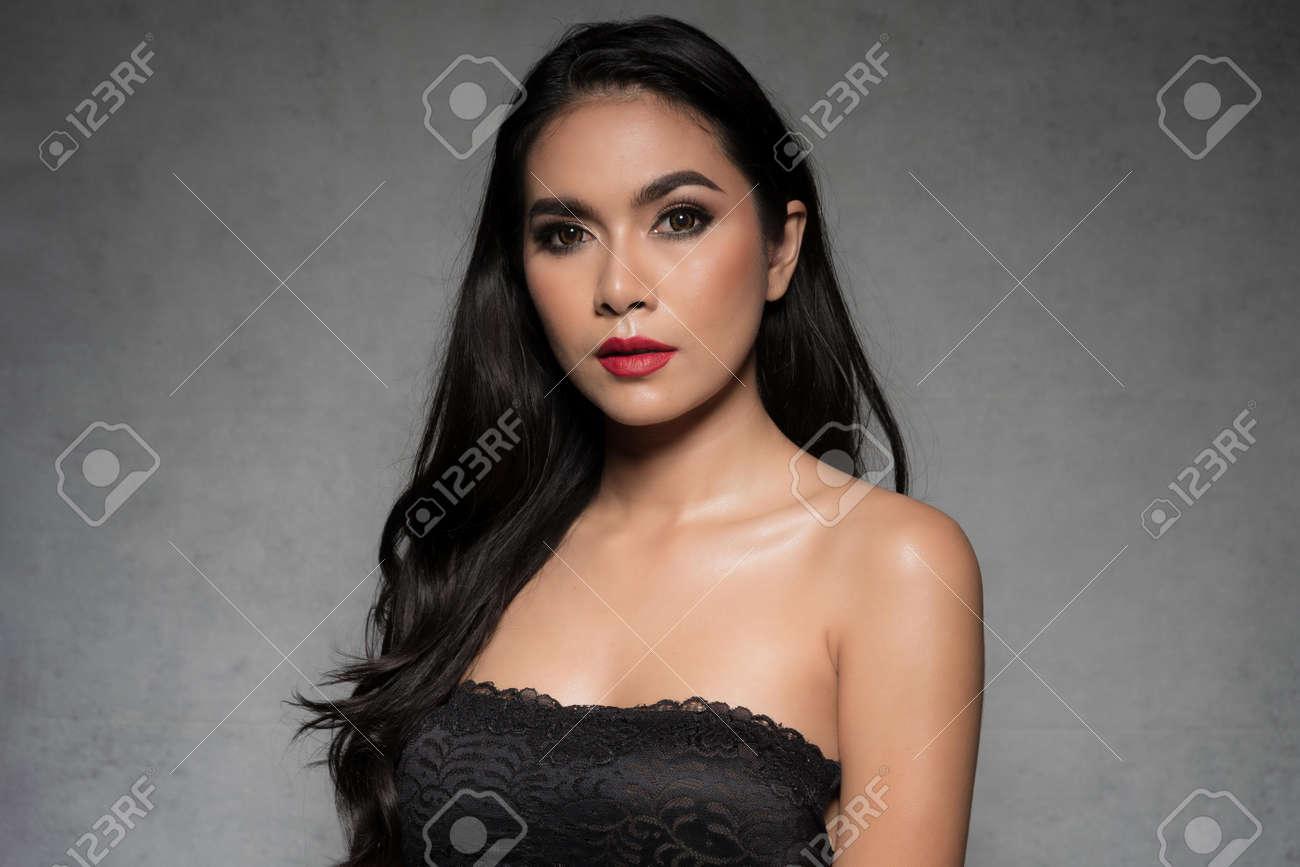 Sexy slim woman wearing black bra fashionable is dark tone fashion posing studio shot isolated on gray background. - 170208084