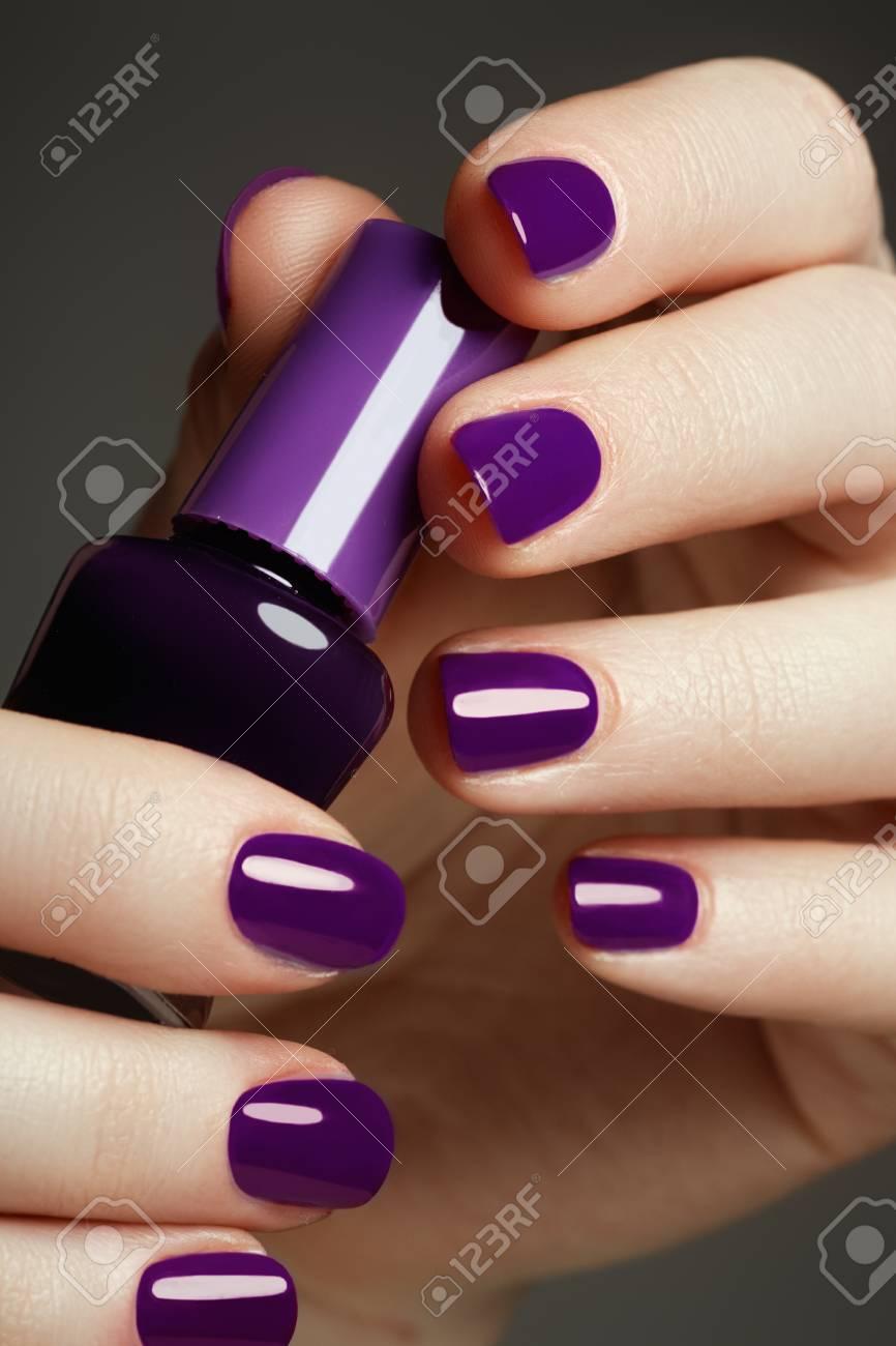 Botella De Esmalte De Uñas Manos De Belleza Moda Con Estilo De Uñas De Colores Esmalte De Uñas Una Gran Idea Para La Publicidad De Cosméticos