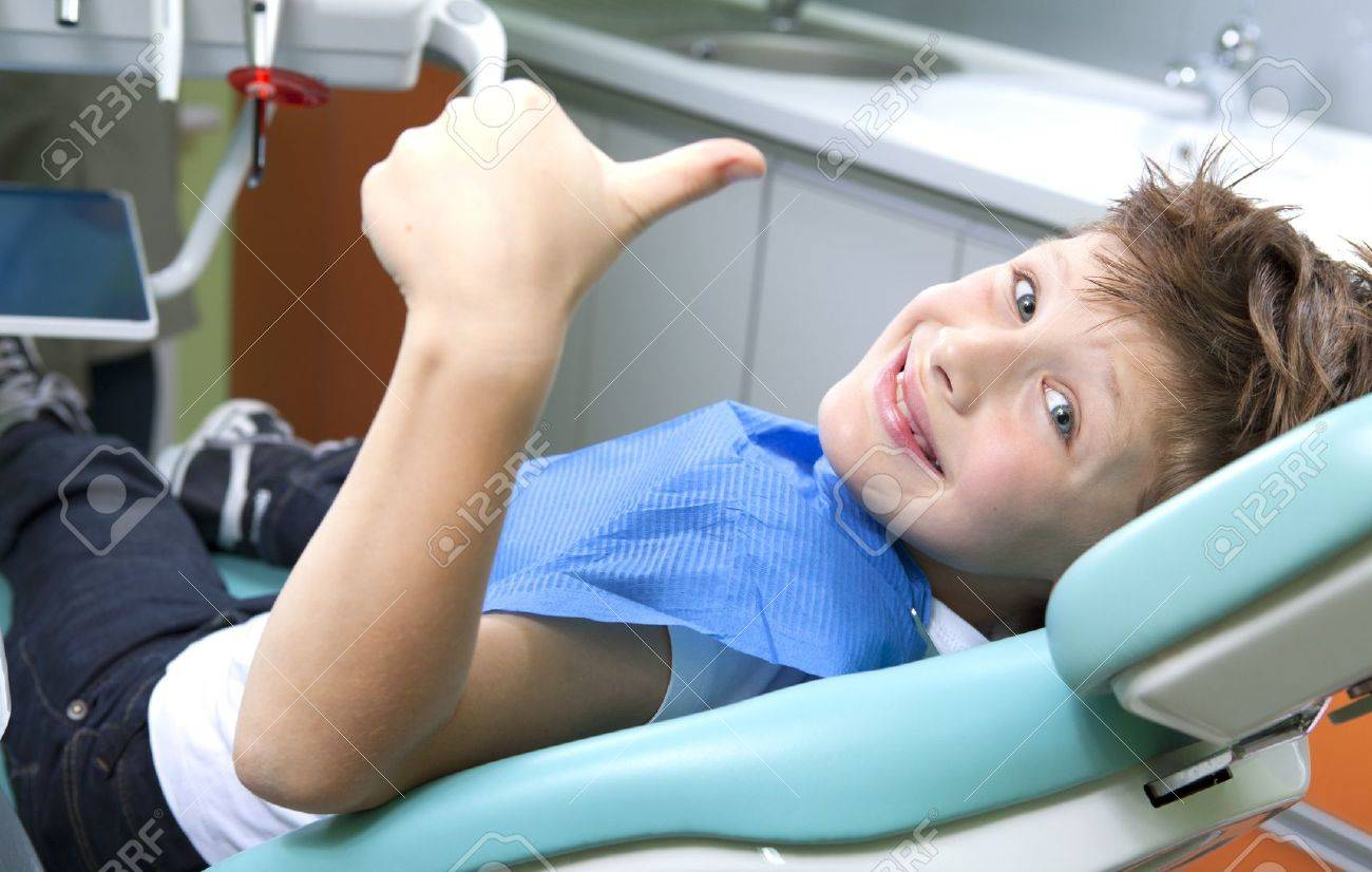 Young boy in a dental surgery Standard-Bild - 11170953