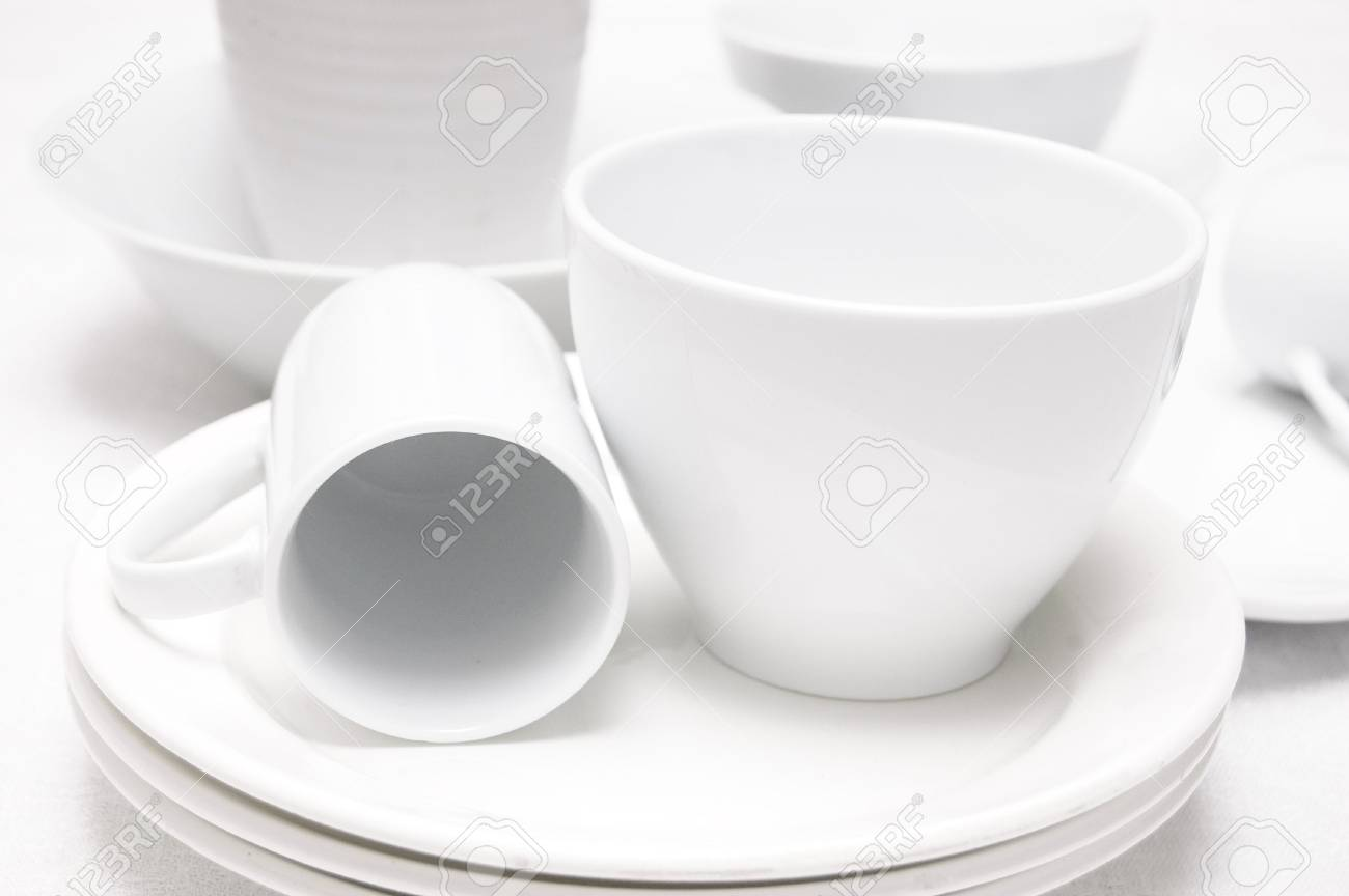 Arrangement of white ceramic dish on a white tablecloth Stock Photo - 6343338