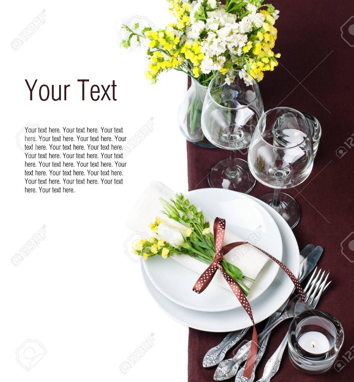 Reglage De Table De Fete Et De La Decoration Avec Des Fleurs