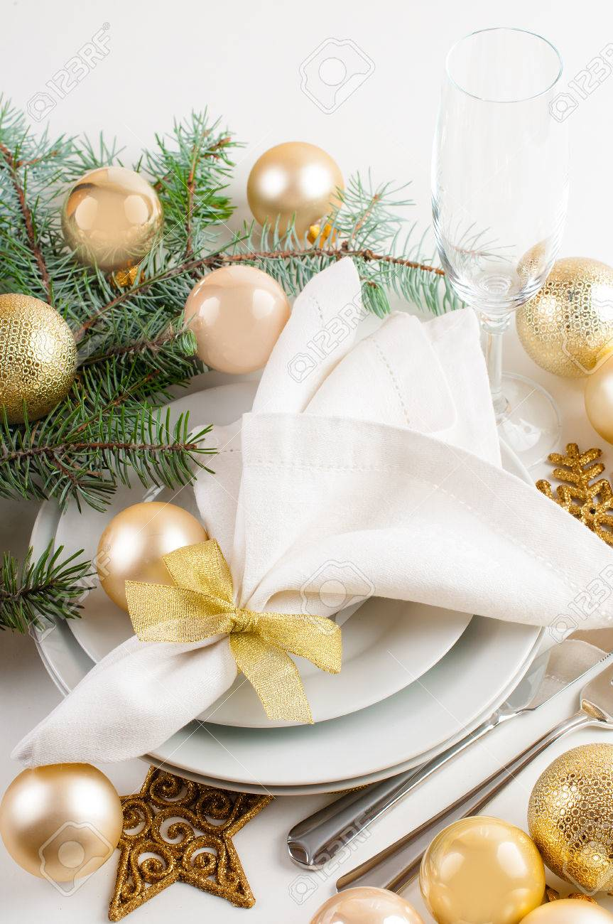 Festive Christmas Table Setting Table Decorations In Gold Tones