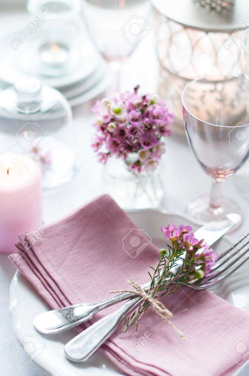 Festliche Hochzeit Gedeckten Tisch Mit Rosa Blumen Servietten