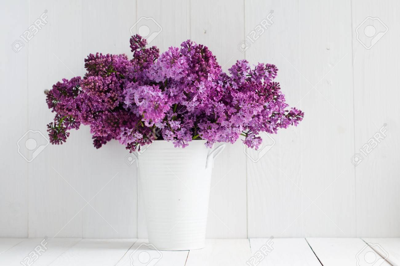 Mazzo Di Fiori Primaverili.Immagini Stock Bouquet Di Fiori Primaverili Bello Di Lilla In Un