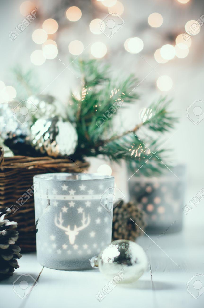 decoracin de navidad del vintage viejas de navidad en una cesta farolillos
