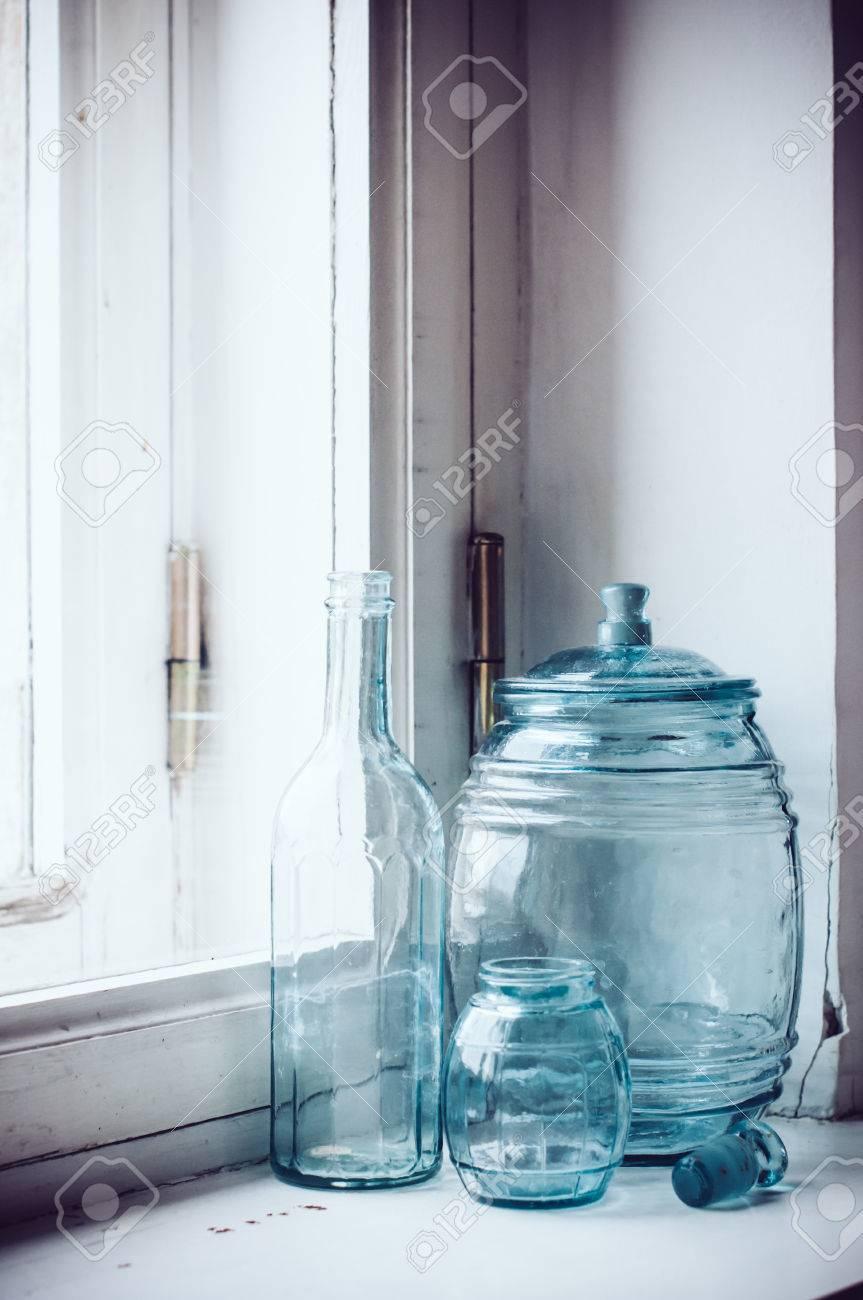Raccolta di epoca blu-verde vetro utensili da cucina, decorazioni per la  casa retrò.
