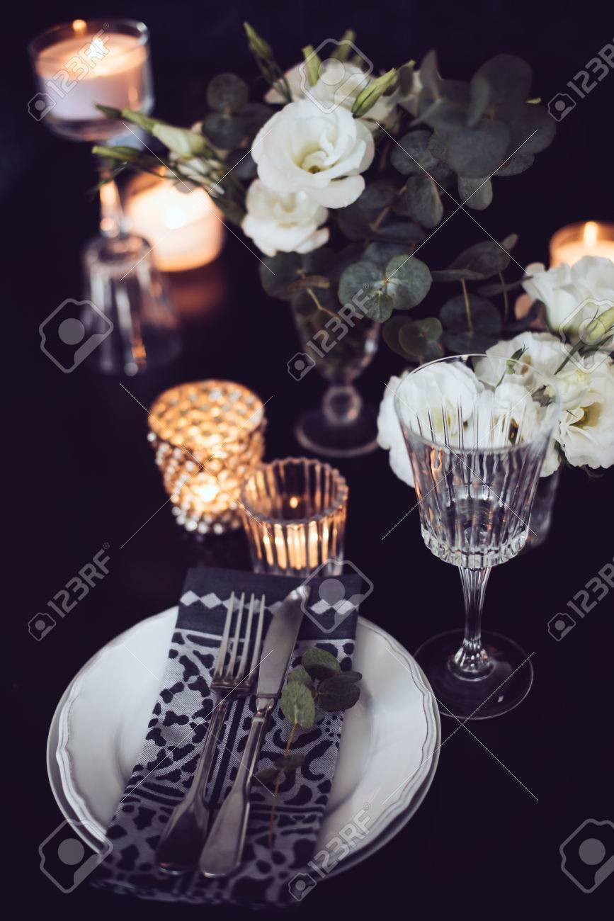 Luxury Festlich Gedeckten Tisch Mit Kerzen Blumen Glaser Und