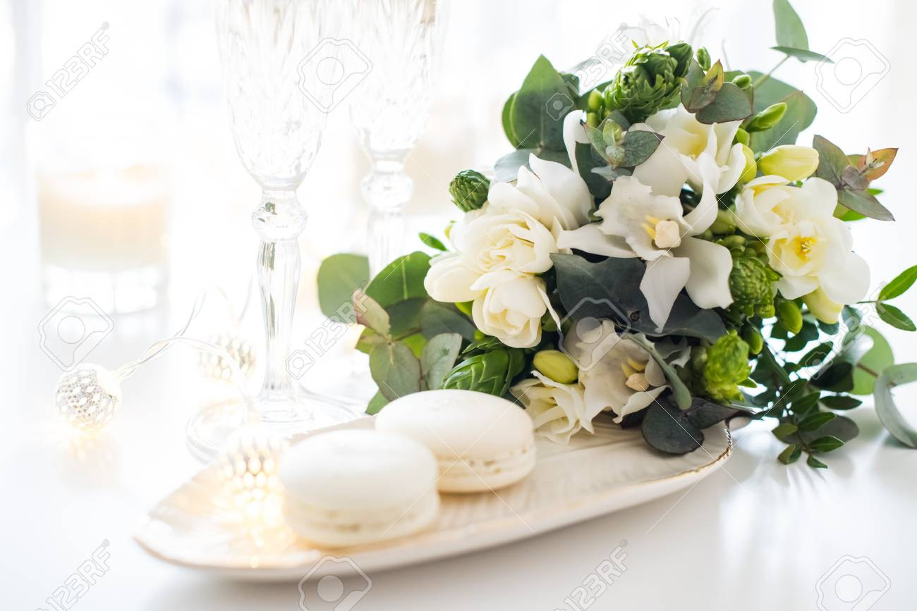 Beautiful Wedding Decoration With Champagne And White Flowers ...