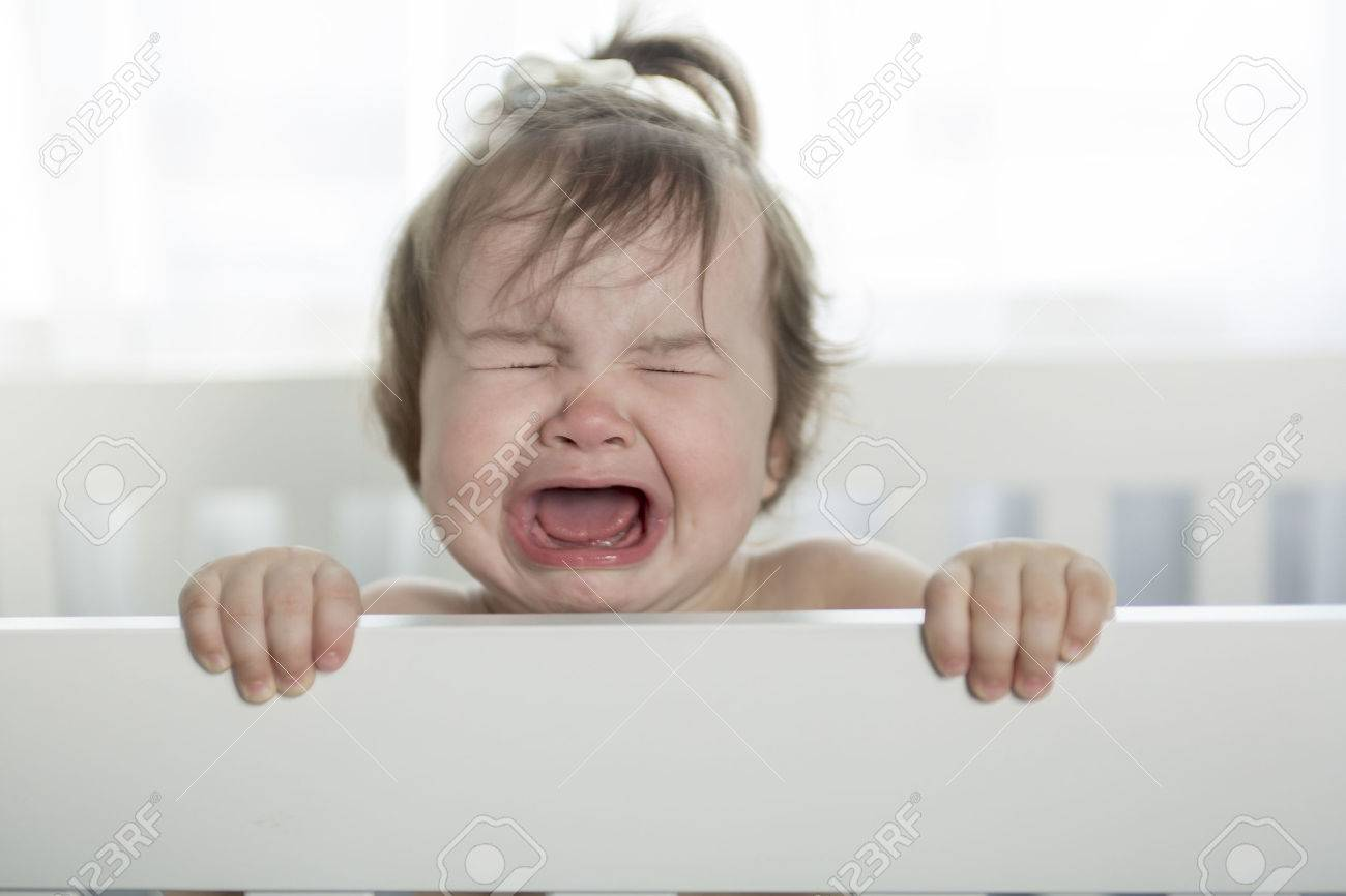 crying baby girl - 47498814