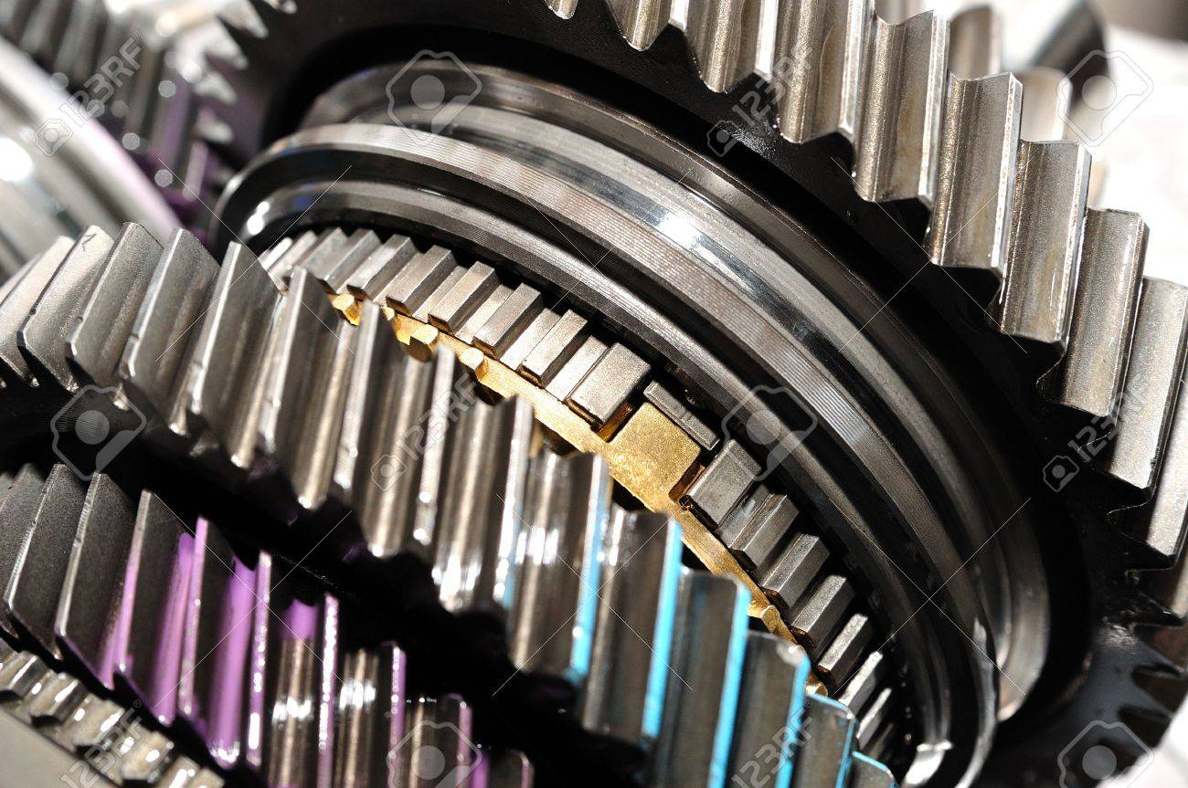 question engrenages ! 19575031-Detail-of-gearbox-gears-Stock-Photo-transmission-machining-mechanical
