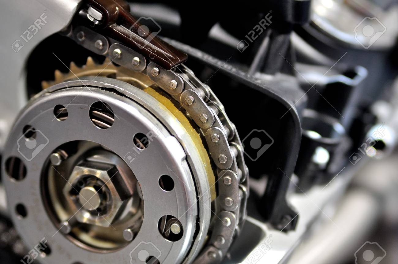 Timing chain on a drive wheel from a car engine
