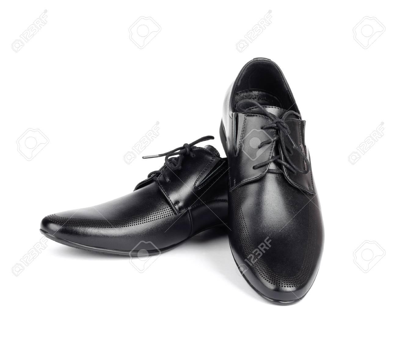 7f957bfd39 Foto de archivo - Los zapatos de los hombres elegantes negros sobre fondo  blanco aislado