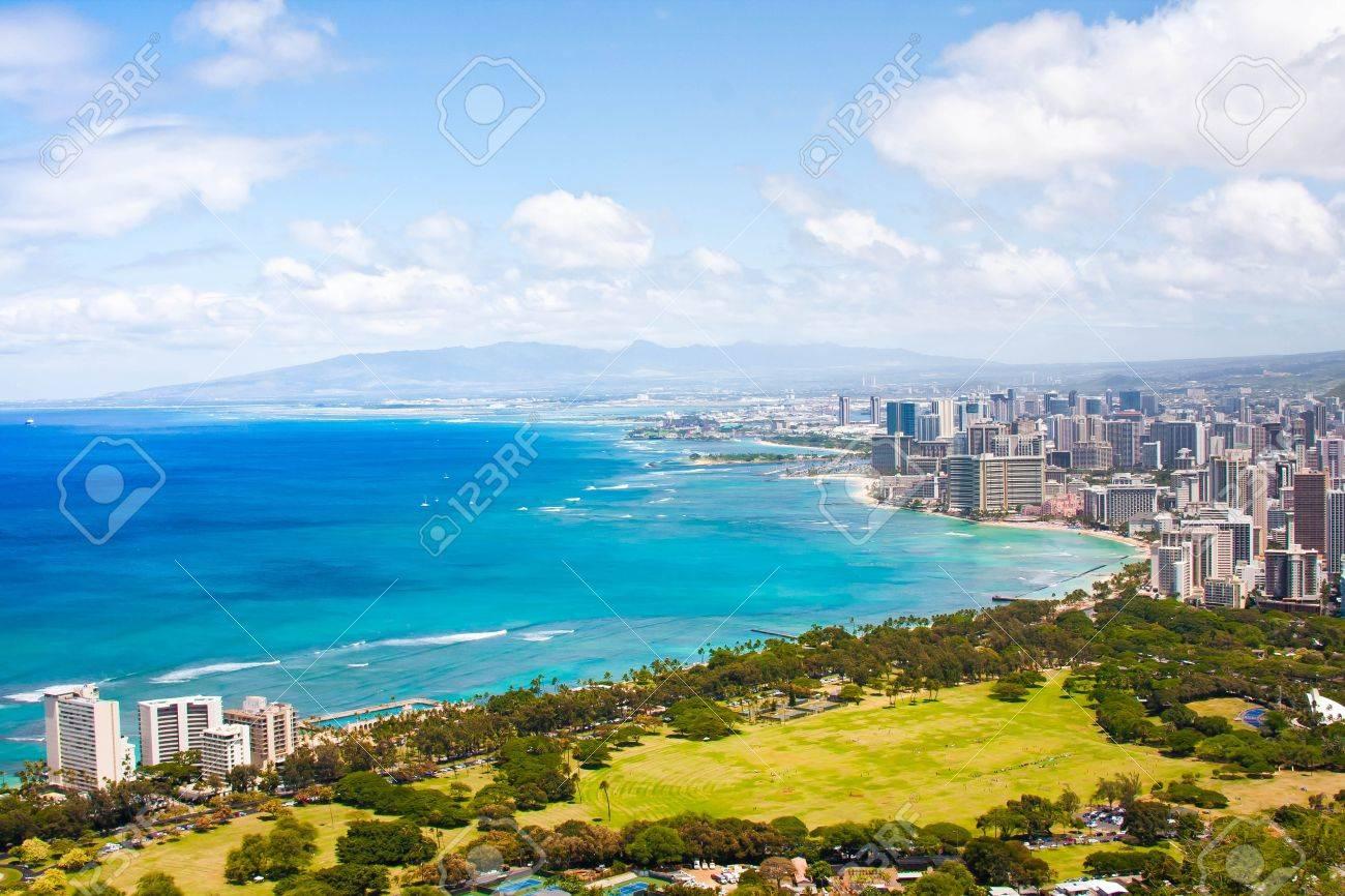 Beautiful Skyline of Oahu,Hawaii - 19194291