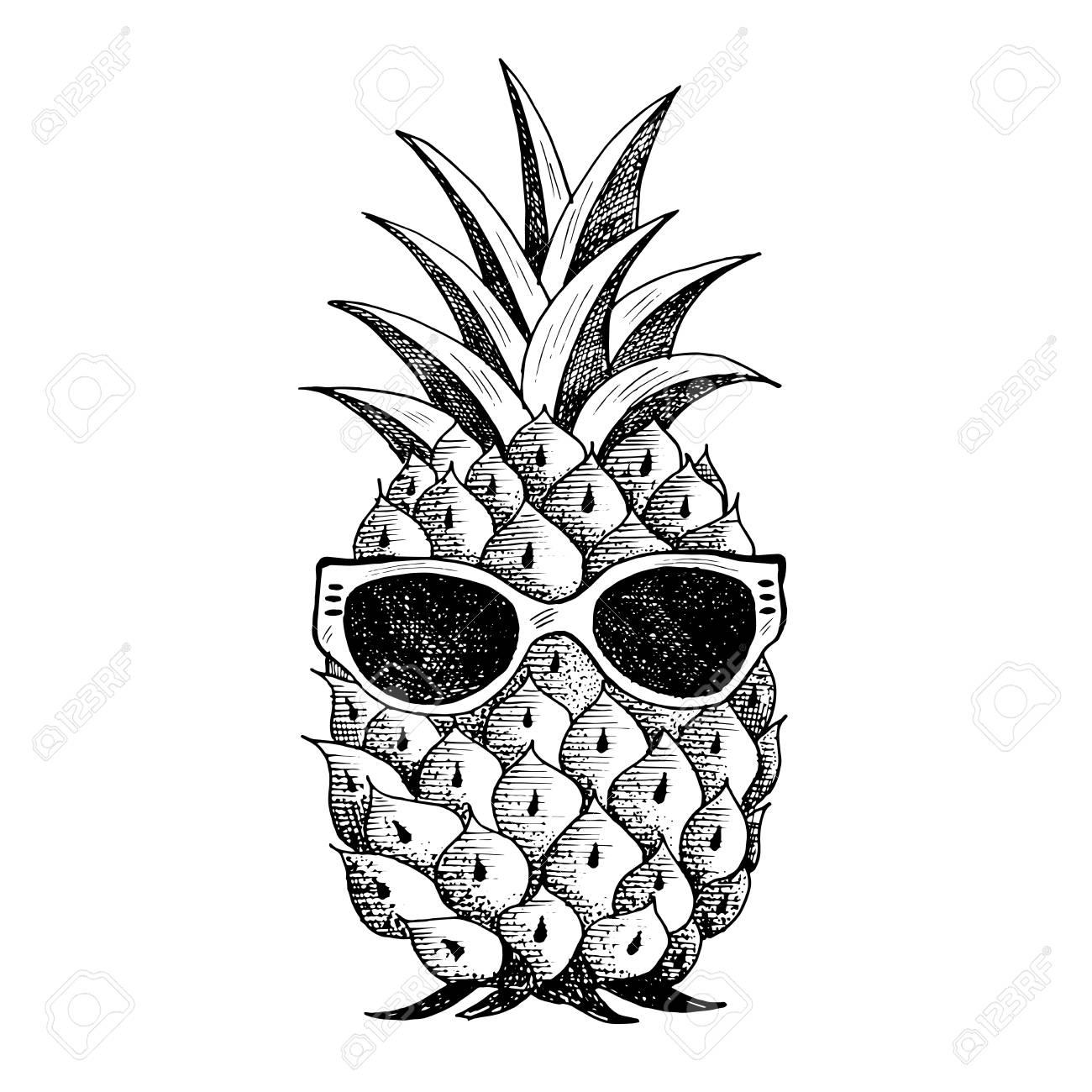 Summer pineapple in glasses. - 126000726