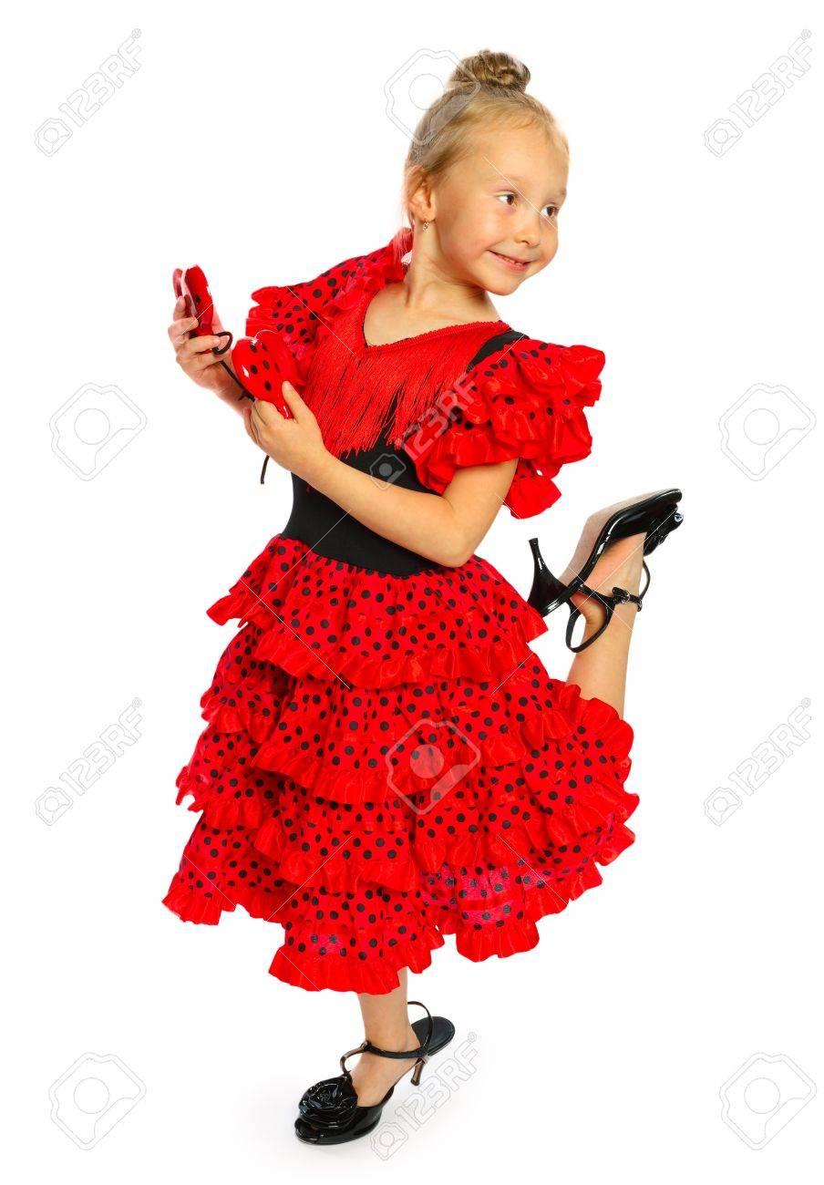 aa28f8fd0ef41c Het meisje in een rode jurk Spaanse staat het meisje heeft schoenen op een hoge  hak