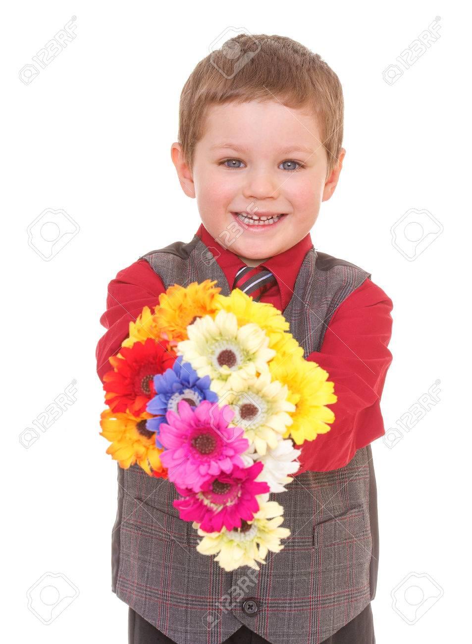 Фото мальчик в костюме с цветами
